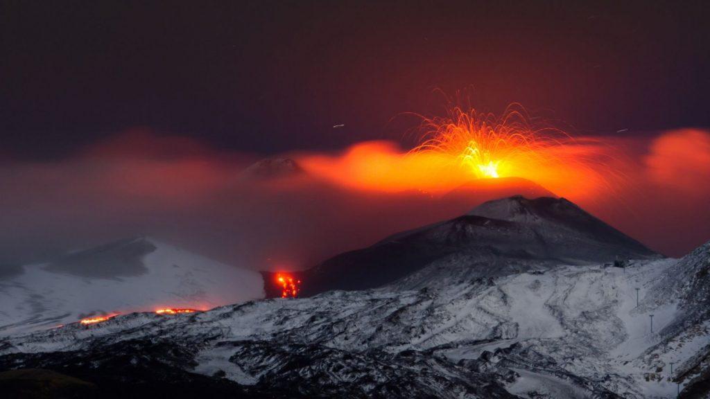 etna yanardagi lav puskurtmeye devam ediyor 12 mart 2021